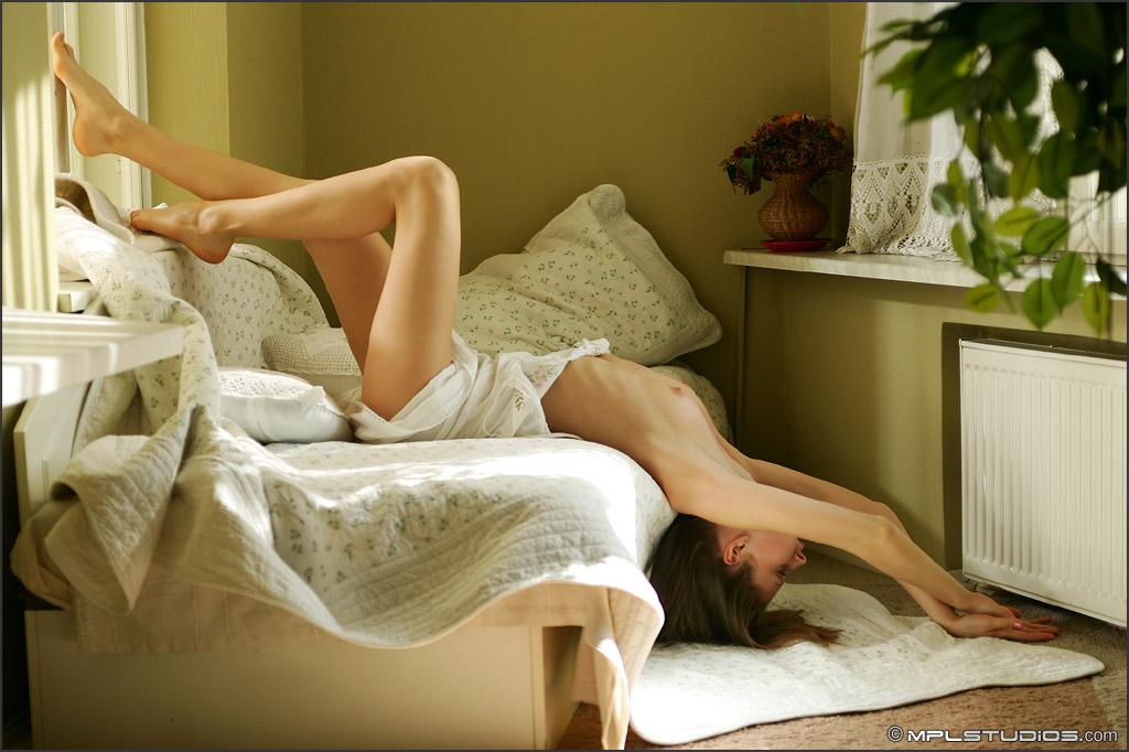 Ранний утренний секс в постели 21 фотография